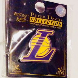 Lakers Vintage Pinback by Wincraft Sports